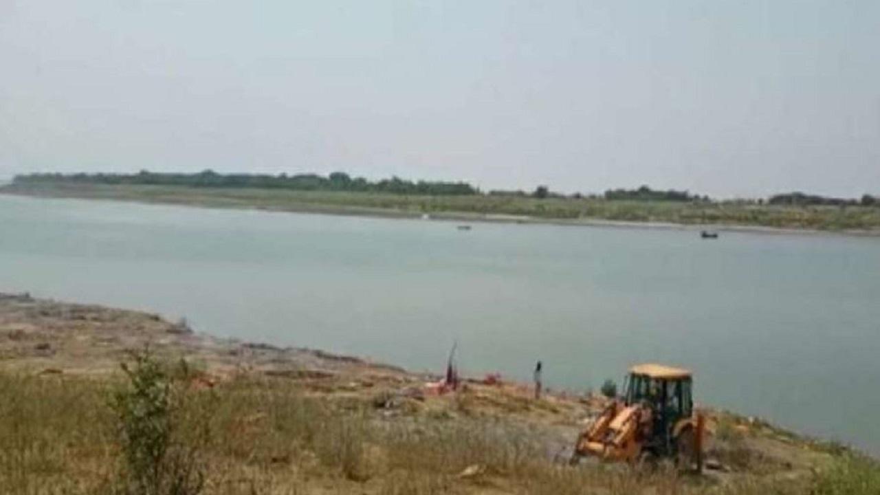 यूपी-बिहार बॉर्डर से दिल दहलाने वाली खबर आई सामने, गंगा में मिलीं दर्जनों लाशें