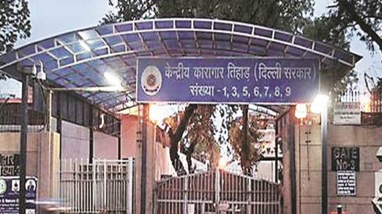 दिल्ली: तिहाड़ जेल में बंद संदिग्ध आतंकी ने मांगी कोरोना मरीजों के इलाज की इजाजत, कोर्ट में की अपील