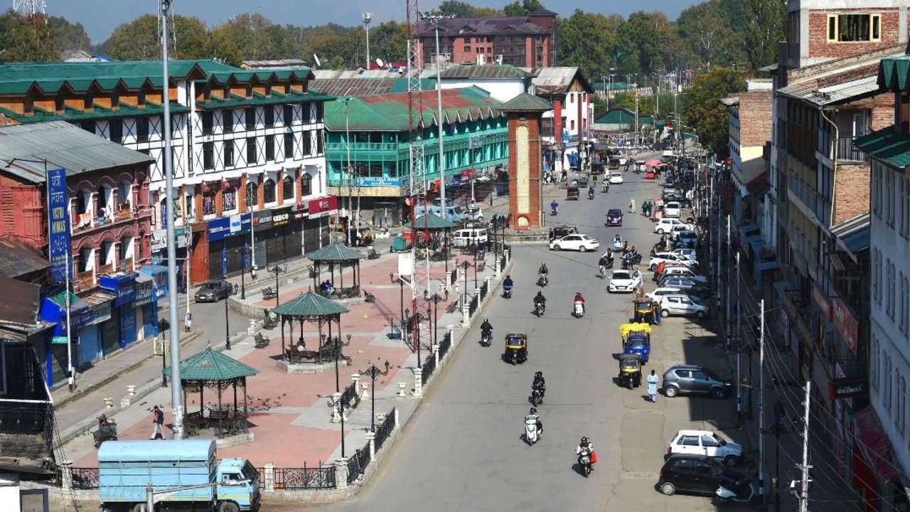 घाटी में कोरोना की दहशत: जम्मू-कश्मीर में यूके और इंडियन वैरियेंट मिलने से मचा हड़कंप