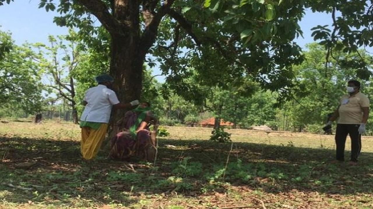 Chhattisgarh: इन नक्सल प्रभावित गांवों से राहत की खबर, कोरोना वैक्सीनेशन को लेकर ऐसे जागरुक हो रहे लोग