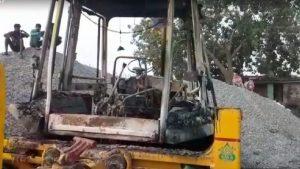 बिहार: गया-पटना हाईवे पर नक्सलियों ने मचाया तांडव, JCB में लगाई आग, फायरिंग कर मांगी लेवी