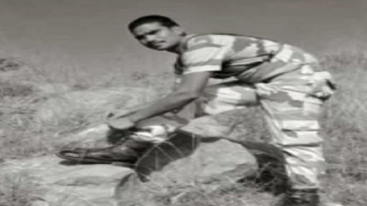 यूपी: नम आंखों से दी गई शहीद प्रदीप यादव को अंतिम विदाई, चाचा बोले- उसकी शहादत पर हमें गर्व है