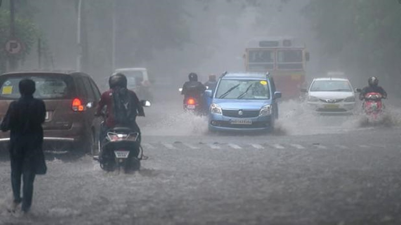 भारत में भयंकर तबाही मचाने के बाद शांत हुआ तौकते तूफान, दिल्ली को लेकर मौसम विभाग ने कही ये बात