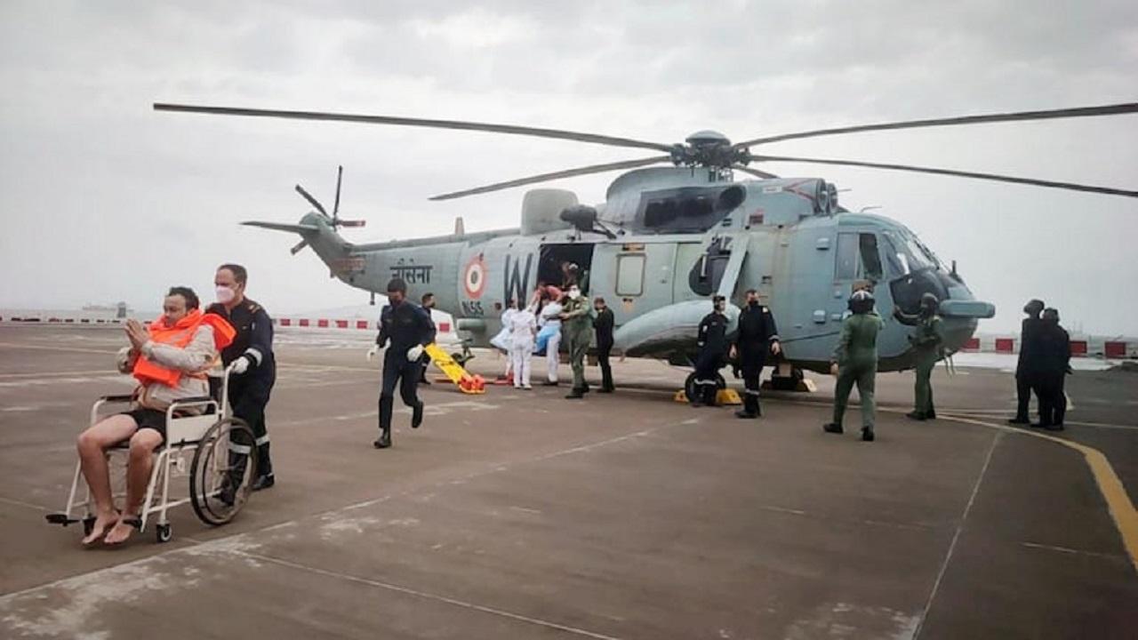 चक्रवाती तूफान में देवदूत बनी भारतीय नौसेना, 314 लोगों को दिया जीवनदान