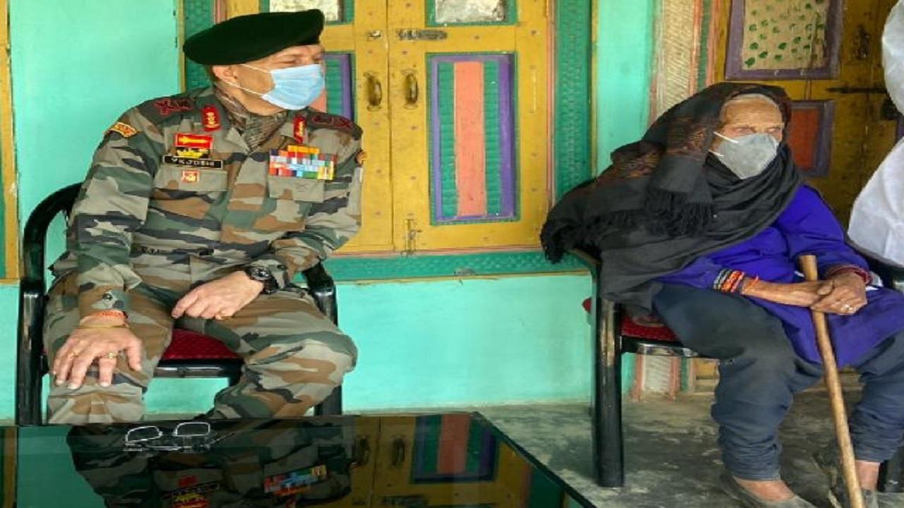 120 साल की इस बुजुर्ग महिला की बहादुरी के मुरीद हुए लेफ्टिनेंट जनरल जोशी, जानिए क्या है मामला
