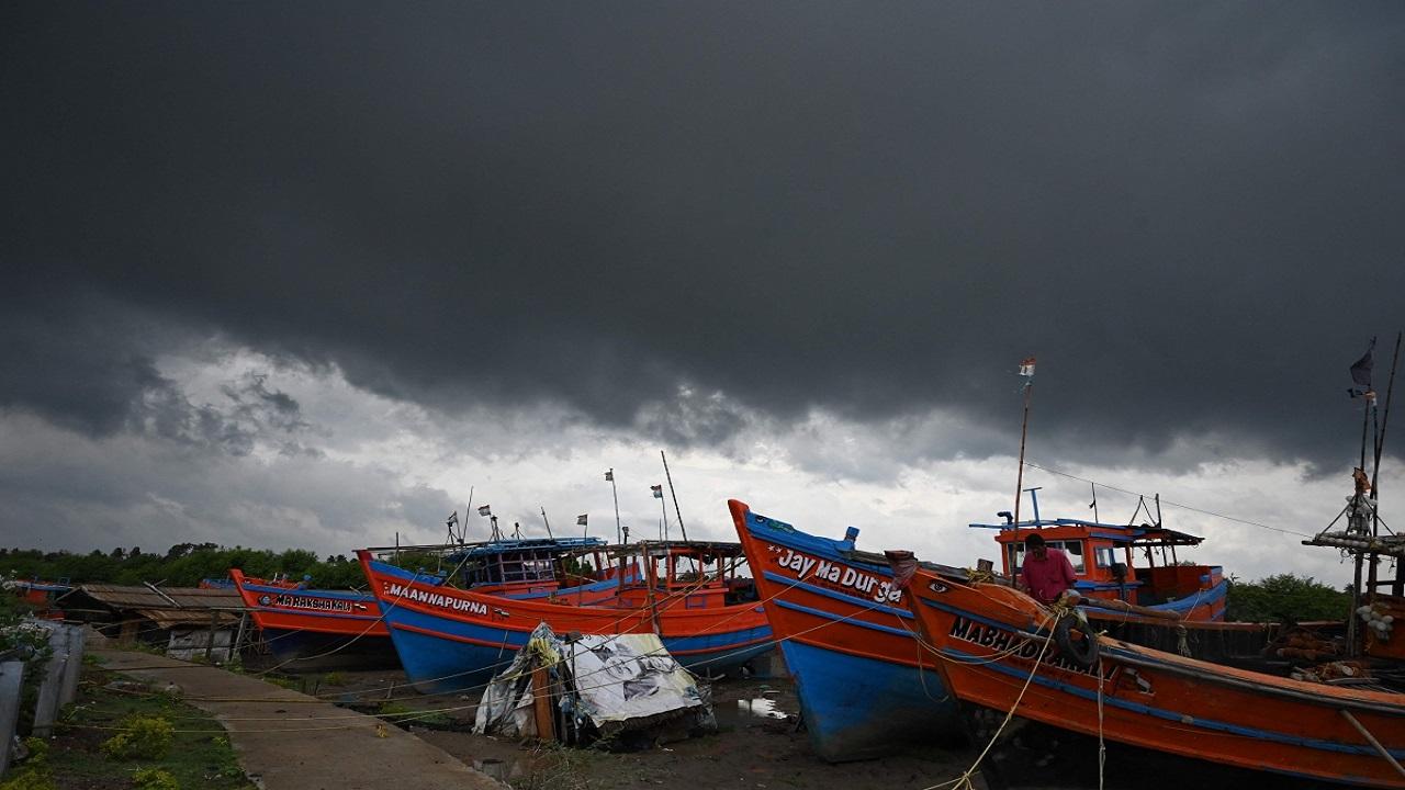अब महज कुछ ही घंटों में ओडीशा-प. बंगाल के तट से टकराने वाला है भीषण चक्रवाती तूफान यास, हवा की रहेगी इतनी स्पीड