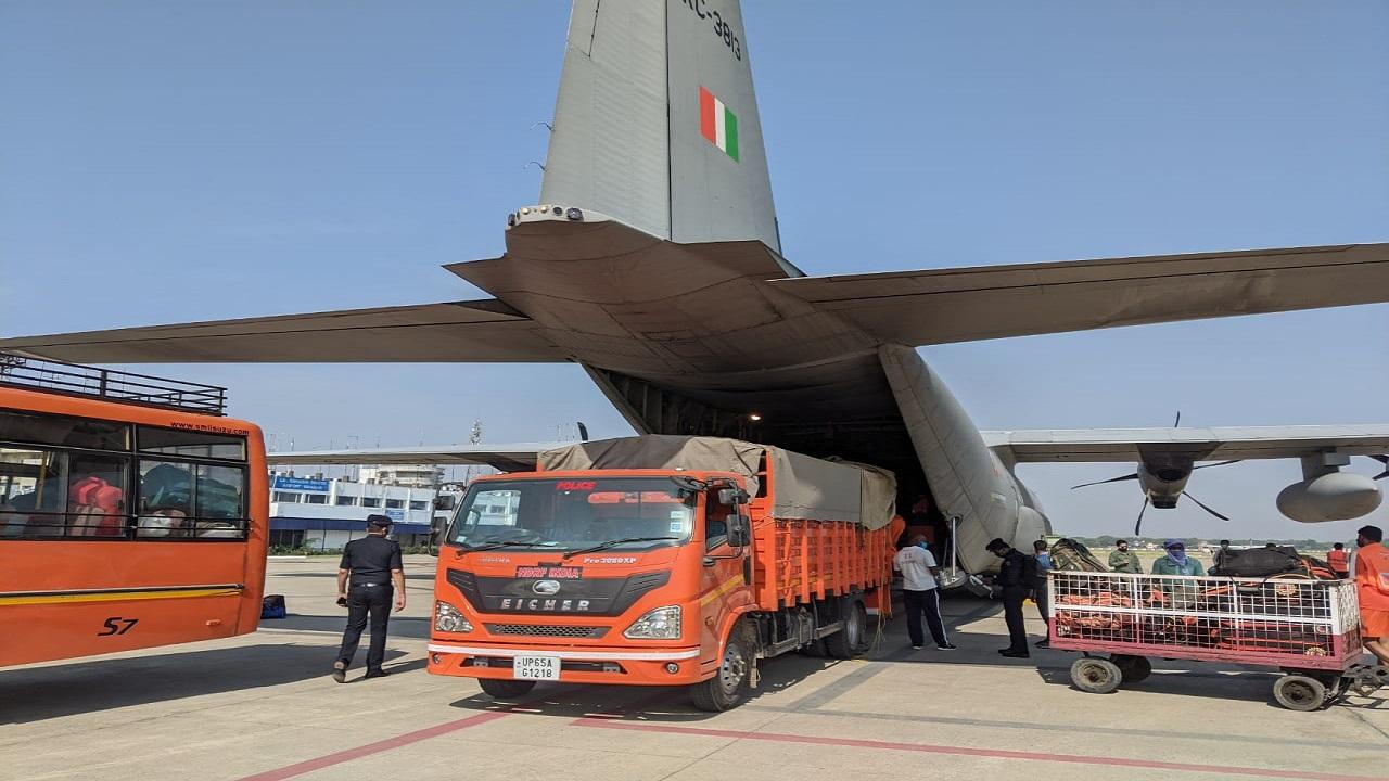 Indian Air Force: Cyclone 'Yaas' के आने से पहले ही तैयार थी वायु सेना, ऐसे की लोगों की मदद; देखें PHOTOS