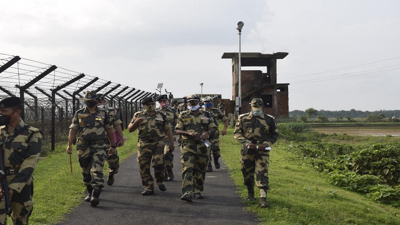 सीमा सुरक्षा बल यानी BSF में बंपर वैकेंसी, 10वीं और 12वीं पास युवाओं के लिए बड़ा मौका, 92300 रुपए तक सैलरी