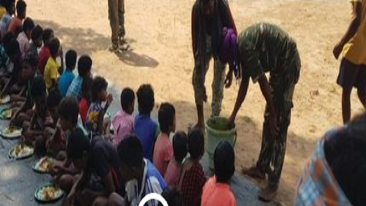 छत्तीसगढ़: बीजापुर के दरभा में पुलिस कैंप खुलने पर ग्रामीण मना रहे उत्सव, सिलगेर में हो रहा विरोध