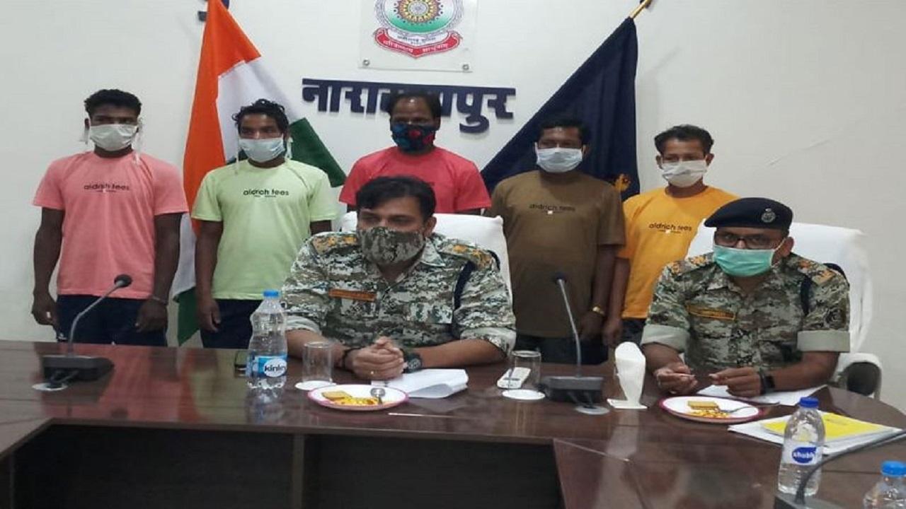 Chhattisgarh: नारायणपुर में 5 नक्सलियों ने किया सरेंडर, संगठन की खोखली विचारधारा से आ गए थे तंग