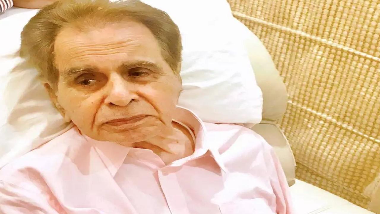 मशहूर एक्टर दिलीप कुमार की तबीयत बिगड़ी, मुंबई के हिंदुजा हॉस्पिटल में कराया गया एडमिट