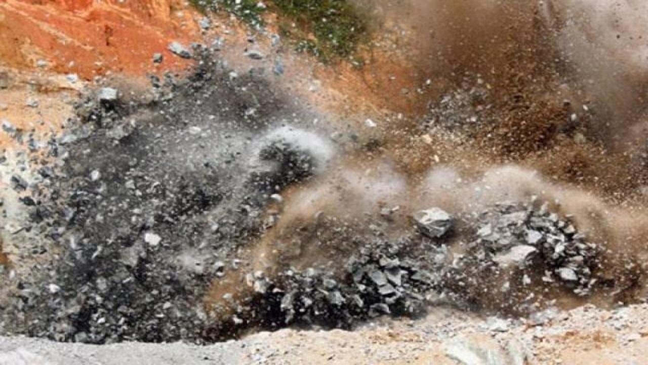 जम्मू कश्मीर: राजौरी में सरपंच के घर के बाहर धमाका, आतंकी हमले के तौर पर हो रही जांच