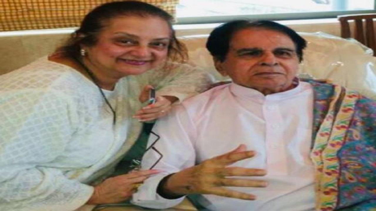 बॉलीवुड स्टार दिलीप कुमार को क्यों हॉस्पिटल में कराना पड़ा एडमिट? पत्नी सायरा बानो ने बताई पूरी बात