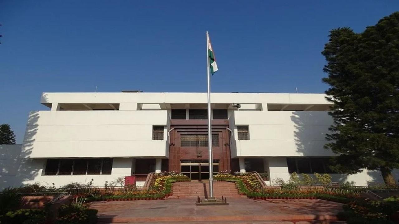 पाकिस्तान में भारतीय दूतावास पर मंडरा रहा खतरा! इमरान सरकार की ओर से सुरक्षा में की जा रही लापरवाही
