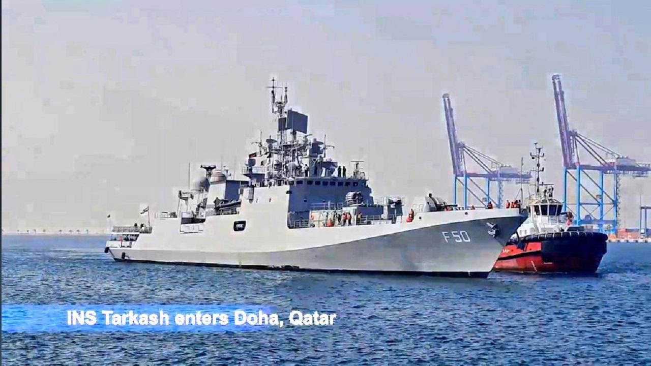 Covid-19 महामारी के दौर में अहम भूमिका निभा रहा Indian Navy का INS Tarkash, देखें PHOTOS