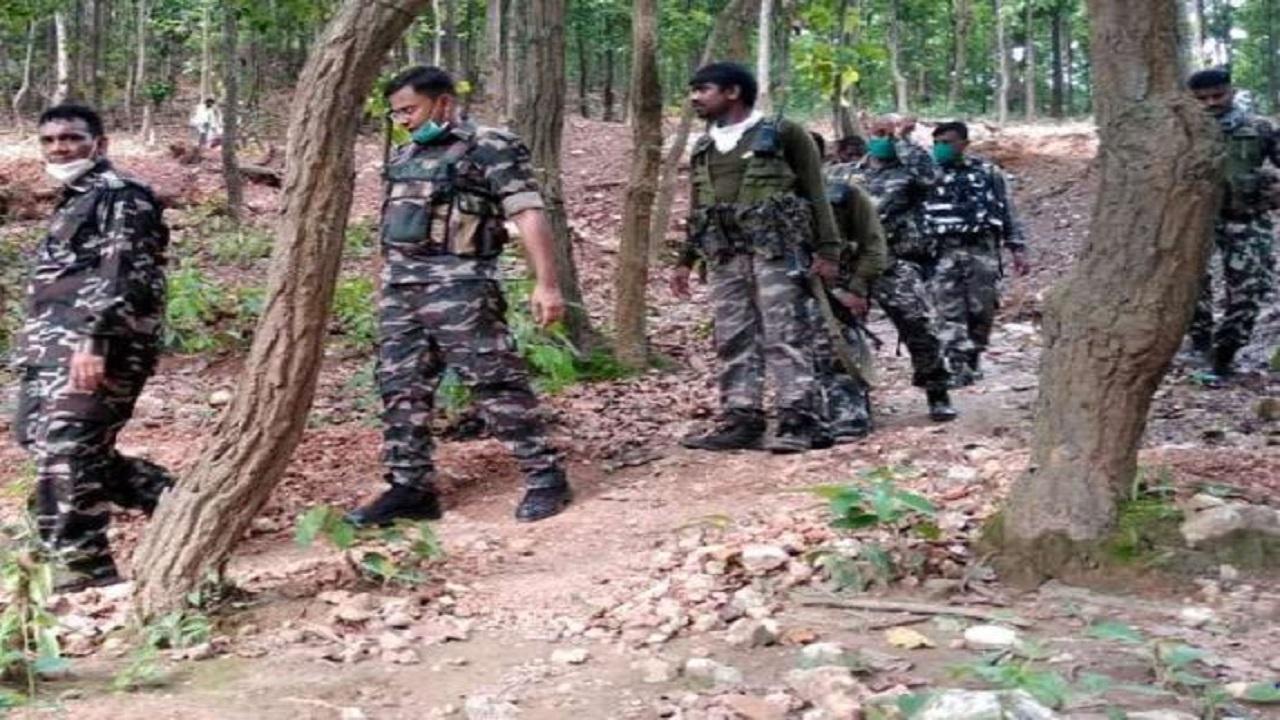 Chhattisgarh: सुकमा-बस्तर बॉर्डर पर मुठभेड़, जवानों ने महिला नक्सली को मार गिराया