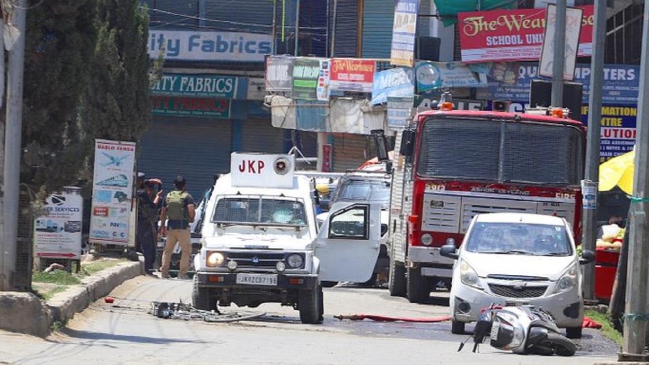 जम्मू-कश्मीर: सोपोर में सुरक्षाबलों की टीम पर आतंकी हमला, चेकपोस्ट पर तैनात 2 जवान शहीद और 2 नागरिकों की मौत