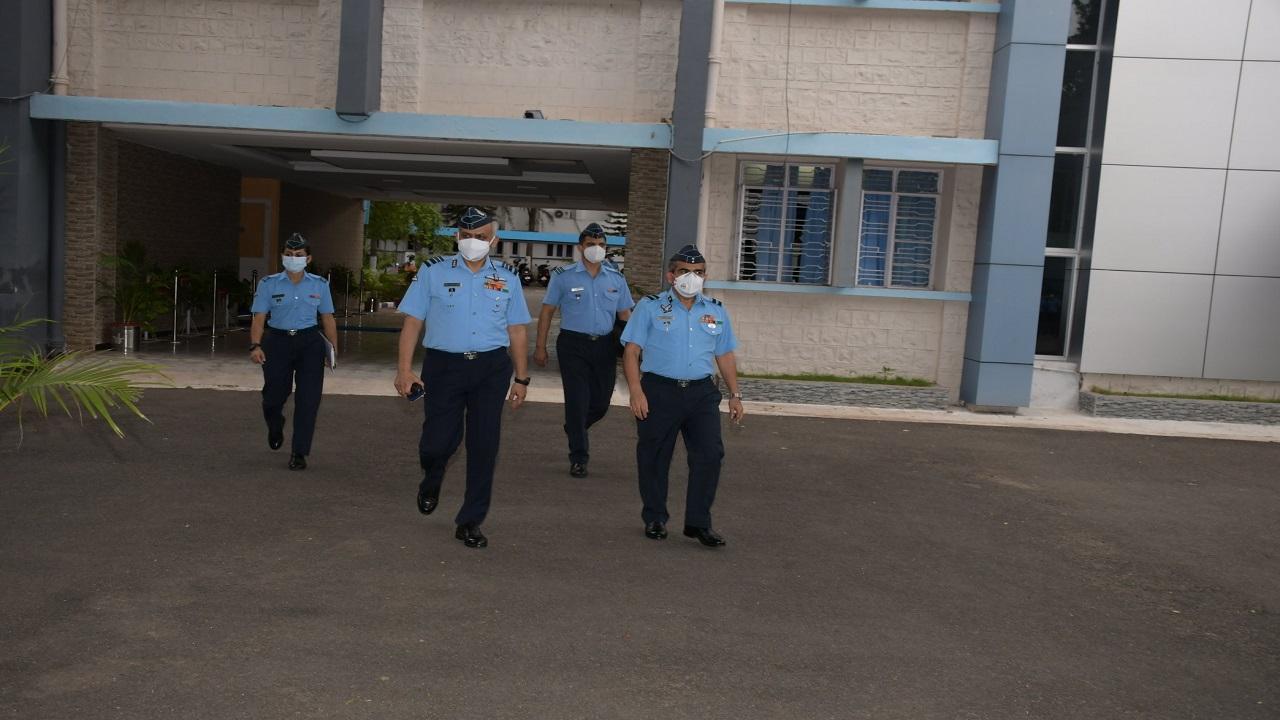 एयर ऑफिसर कमांडिंग इन चीफ ने किया कोयंबटूर का पहला दौरा, भारतीय वायु सेना के प्रशासनिक कॉलेज का लिया जायजा