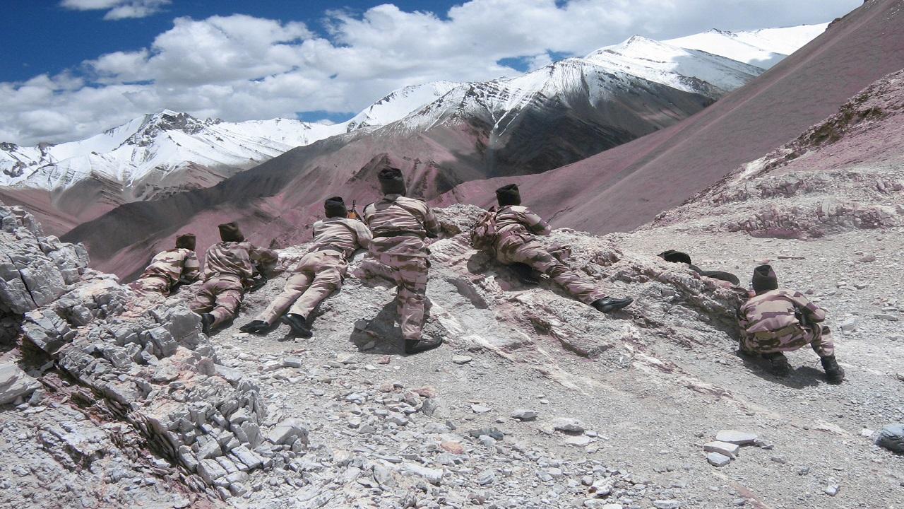 हिमालय की खून जमा देने वाली सर्दी में भी देश की सुरक्षा में डटे हैं ITBP के जवान, देखें PHOTOS