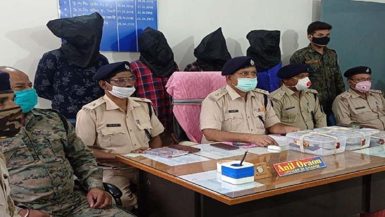 झारखंड: लोहरदगा में पुलिस को मिली बड़ी कामयाबी, PLFI के 4 उग्रवादी गिरफ्तार