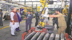 हथियार निर्माण में भारत को आत्मनिर्भर बनाने की कोशिश, सरकार ने 41 ऑर्डिनेंस फैक्ट्रियों को 7 कंपनियों में तब्दील किया