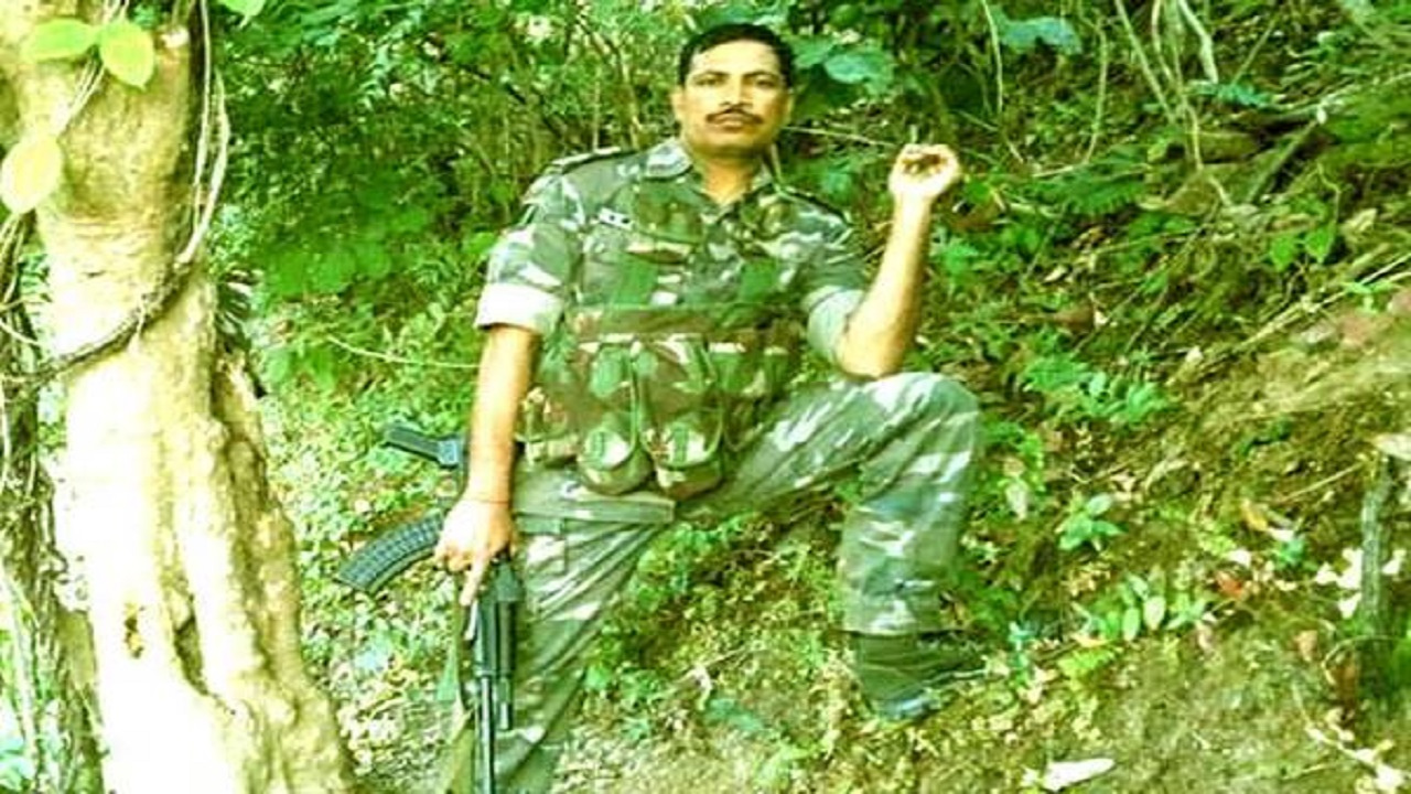 बचपन से ही बहादुर थे CRPF सहायक कमांडेंट प्रकाश रंजन मिश्रा, आंगन में लगा सागवान का पेड़ काटने पर नक्सलियों से जा भिड़े थे