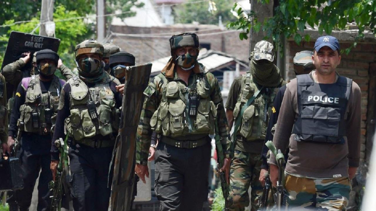 जम्मू कश्मीर: पुलवामा में पूरी रात चला सर्च ऑपरेशन, दो अलग-अलग मुठभेड़ में लश्कर के 2 सहित कुल 4 आतंकी ढेर