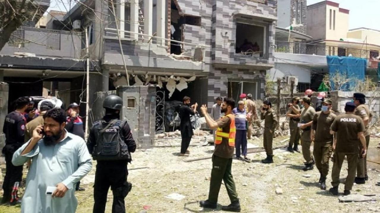 पाकिस्तान: कुख्यात आतंकी हाफिज सईद के घर के पास धमाका, 2 लोगों की मौत, 15 घायल