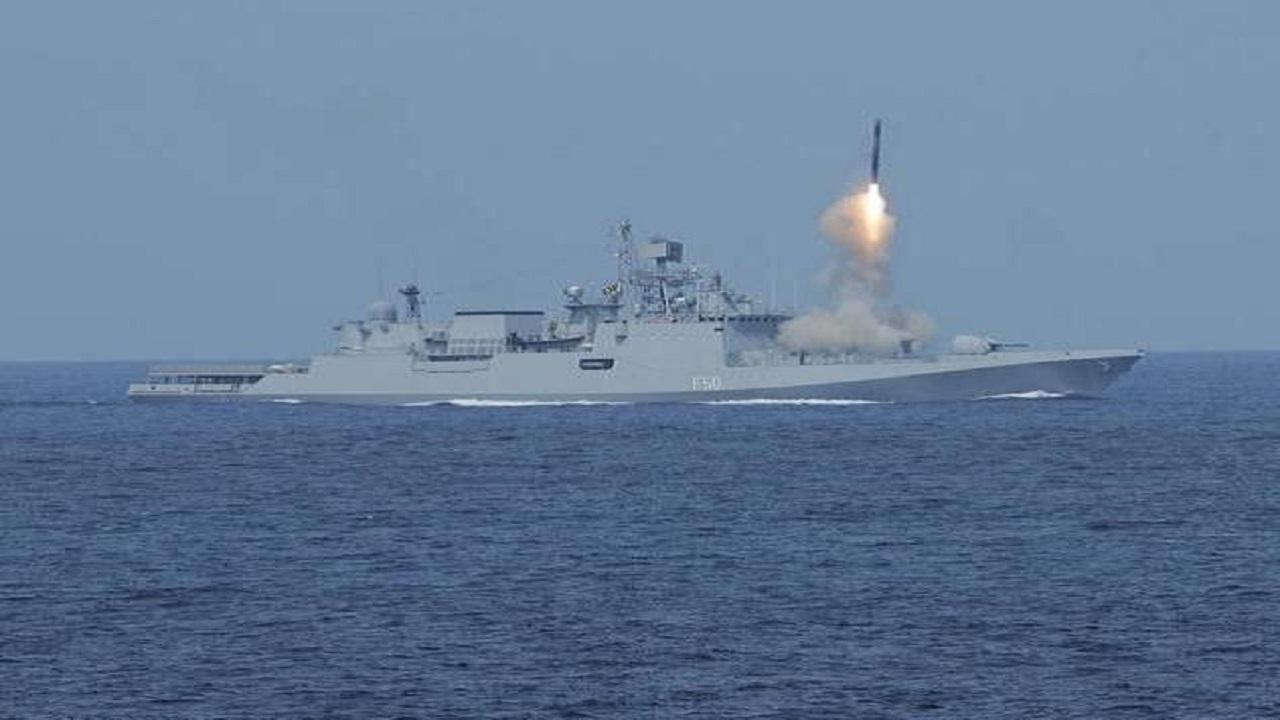 हिन्द महासागर में आज से अपनी ताकत दिखाएगी Indian Navy, अमेरिका की नौसेना के साथ युद्धाभ्यास शुरू; देखें PHOTOS