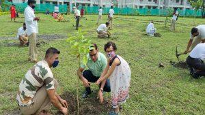 नेक काम: भोपाल में ITBP के जवानों और उनके परिवारों ने लगाए पौधे, देखें PHOTOS