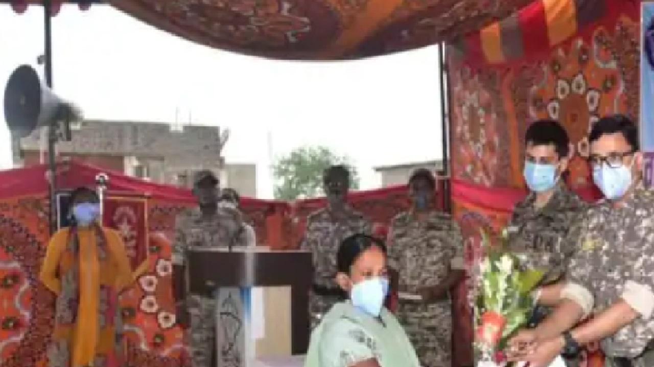 महाराष्ट्र: 'पुनर्वास योजना' के तहत मिली कामयाबी,गढ़चिरौली में इनामी महिला नक्सली ने किया सरेंडर