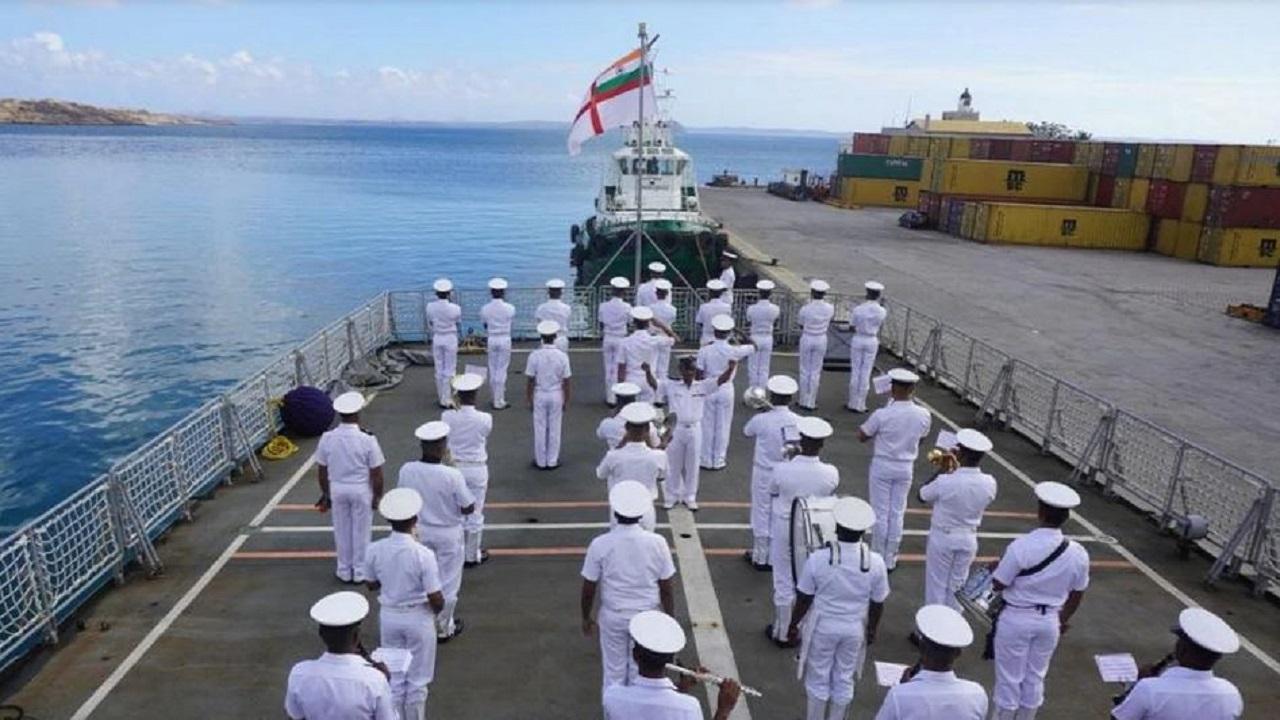 Indian Navy Recruitment 2021: बिना परीक्षा दिए भारतीय नौसेना में बनें ऑफिसर, यहां देखें डिटेल्स