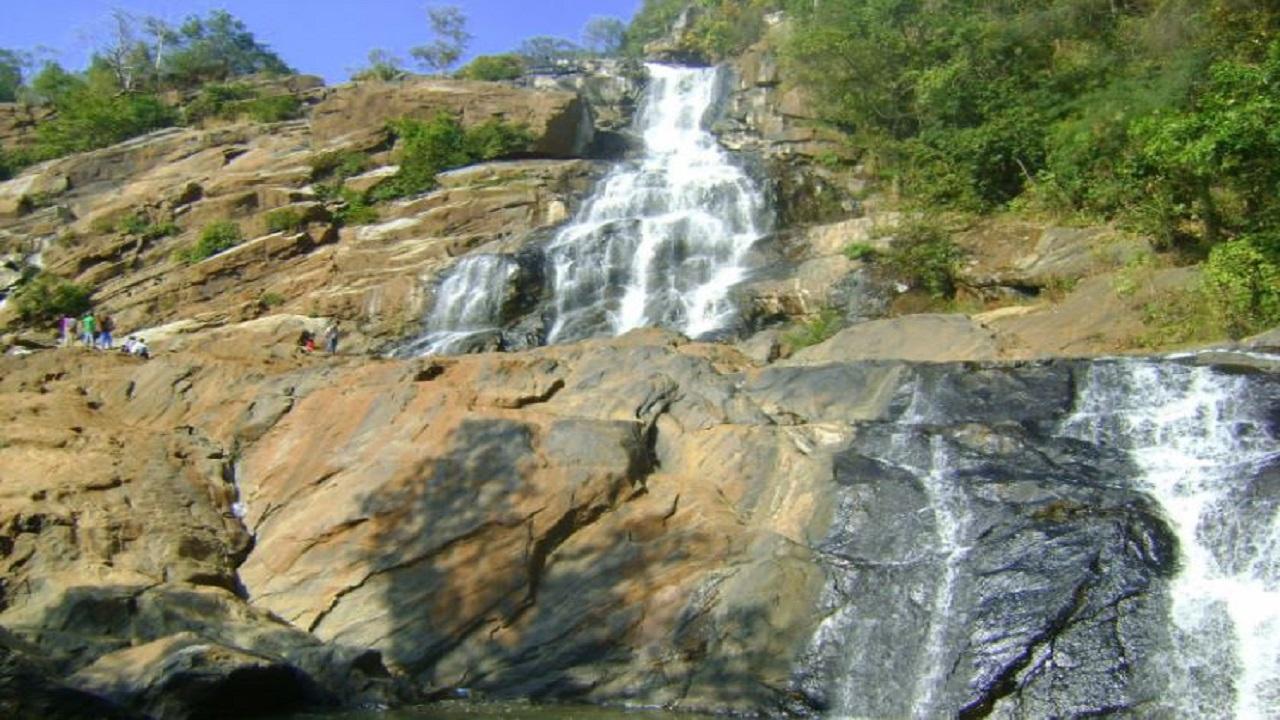 Dantewada: इस नक्सल प्रभावित इलाके में है खूबसूरत फूलपाड़ जलप्रपात, सड़क बन जाने से मिलेगा पर्यटन को बढ़ावा