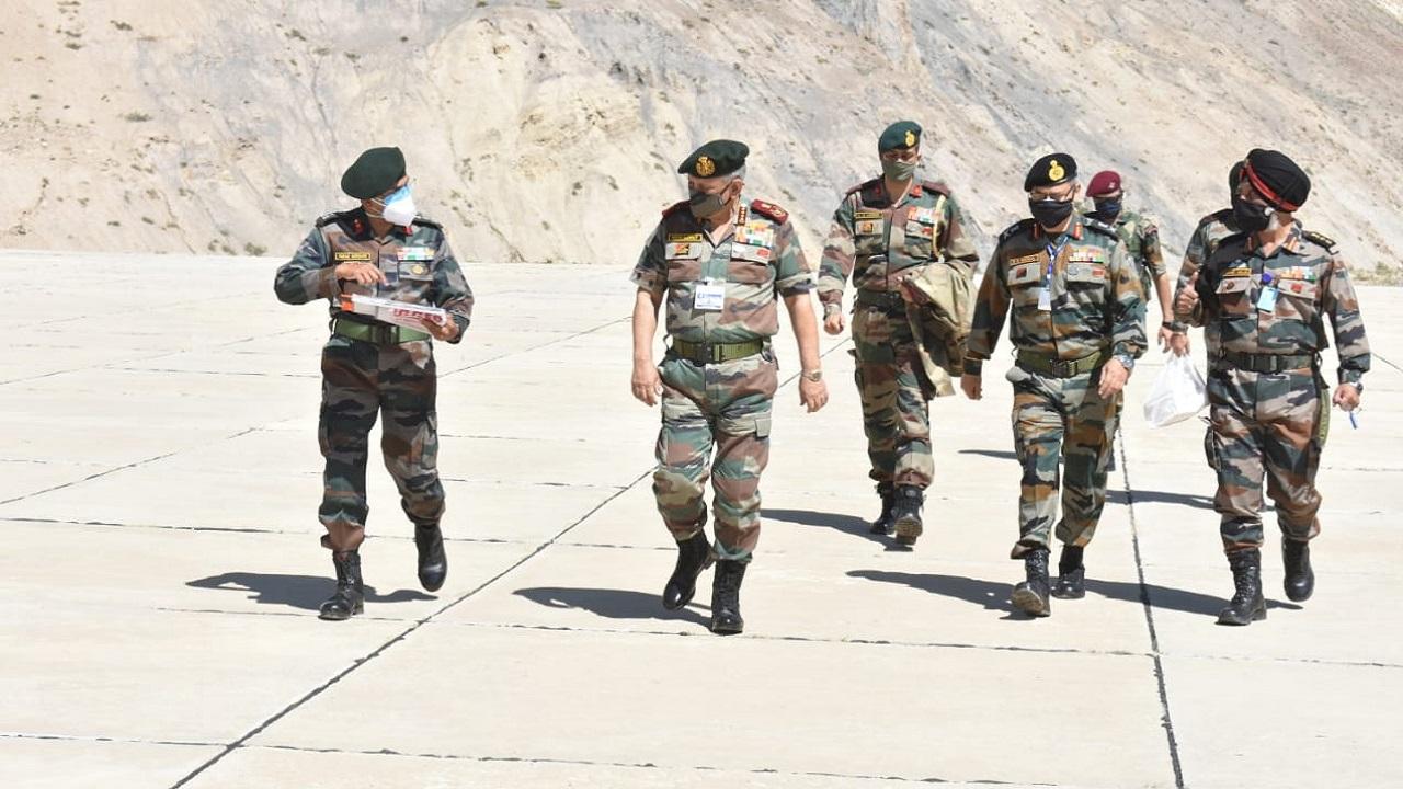 CDS जनरल बिपिन रावत ने हिमाचल प्रदेश में LAC का दौरा किया, Indian Army की तैयारियों का लिया जायजा; देखें PHOTOS