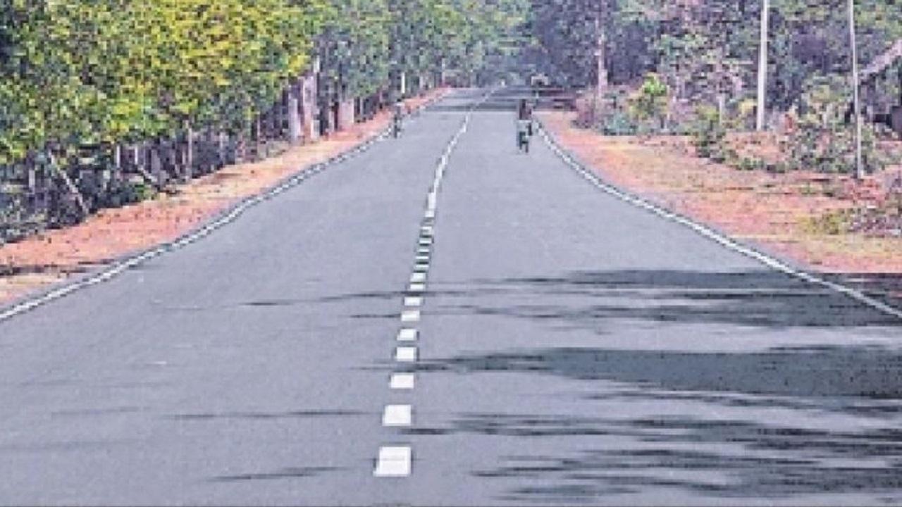 Giridih: पारसनाथ इलाके में नक्सलियों पर कसी जाएगी नकेल, बिछाया जा रहा सड़कों का जाल