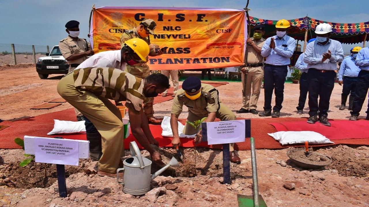Go Green: तमिलनाडु में CISF के जवानों ने लगाए 850 पौधे, देखें PHOTOS