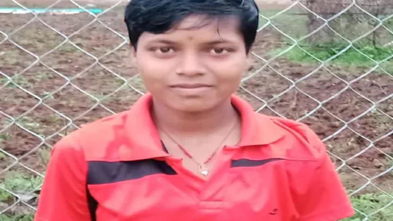 झारखंड: नक्सलियों के गढ़ में रहते हुए एक बेटी ने पेश की मिसाल, 400 मीटर की रेस में जीता बड़ा प्राइज