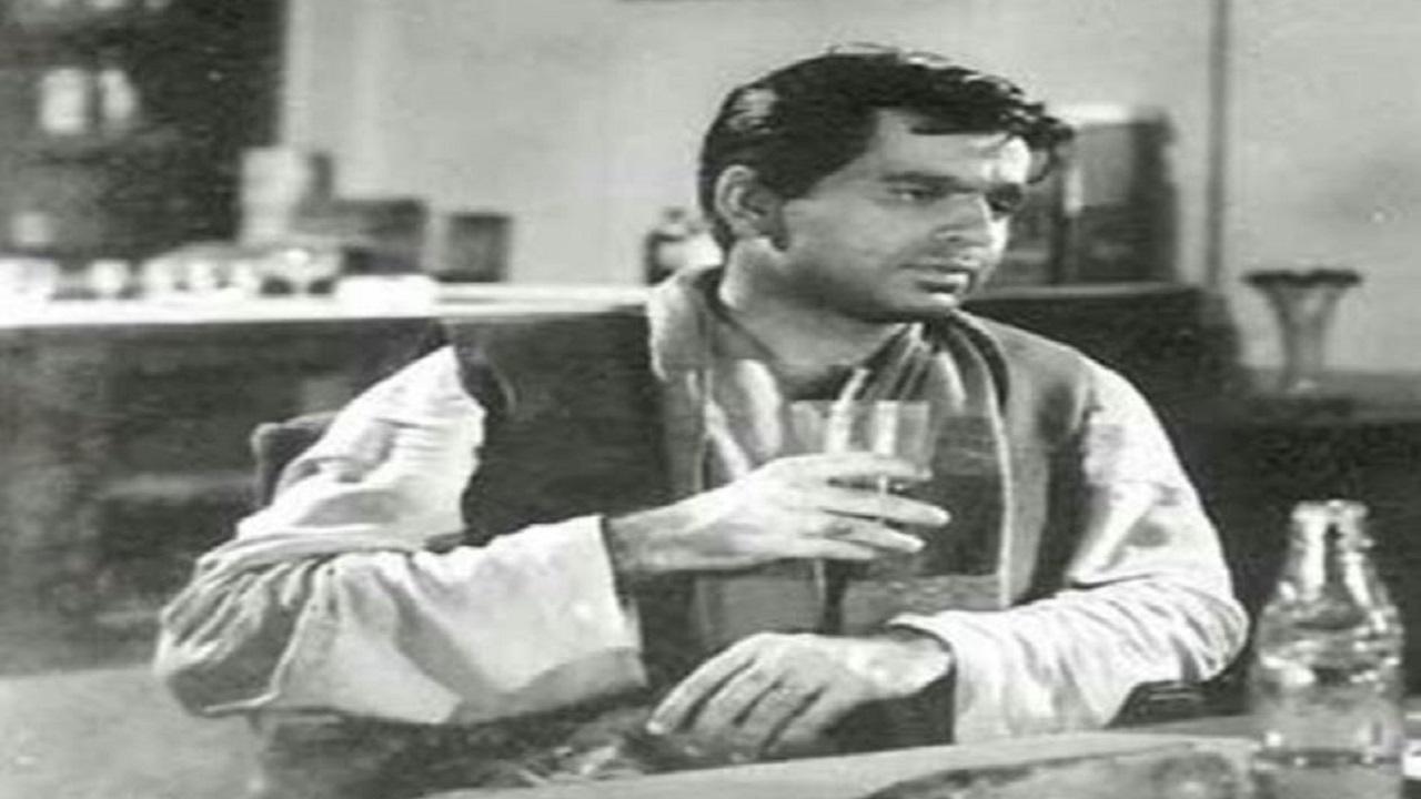 Dilip Kumar: अपने आईकॉनिक रोल की वजह से बने हिंदी सिनेमा के 'ट्रेजडी किंग', ऐसा रहा दिलीप कुमार की जिंदगी का सफर; देखें PHOTOS