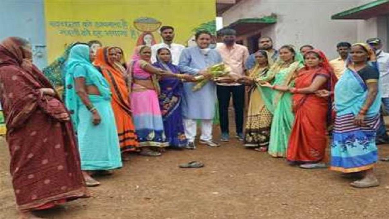 Chhattisgarh: बलोदा बाजार जिले के इस गांव में हुई 23 लाख रुपए के विकास कार्यों की शुरुआत