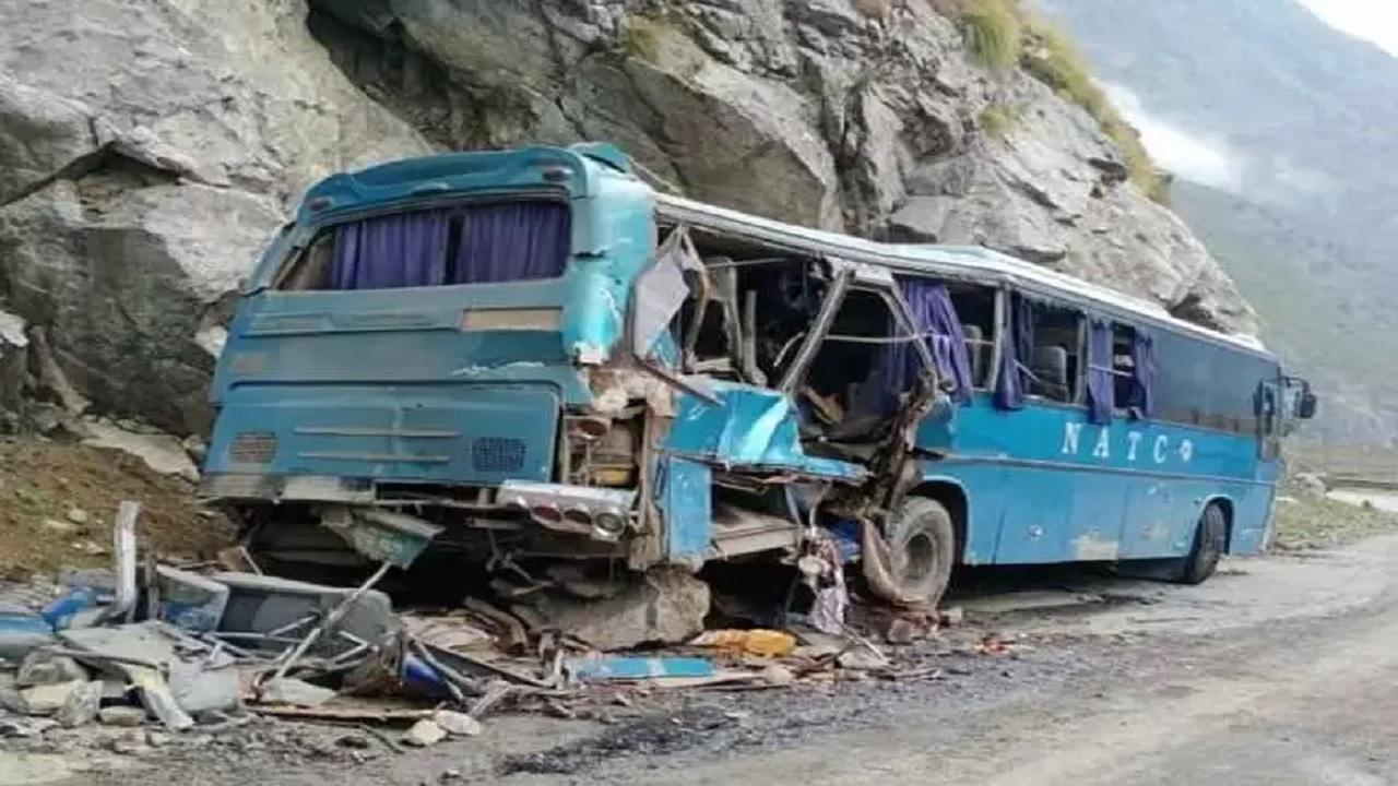 दोस्ती पड़ी भारी: आतंकियों ने पाकिस्तान में चीनी नागरिकों से भरी बस में किया ब्लास्ट, 10 की मौत