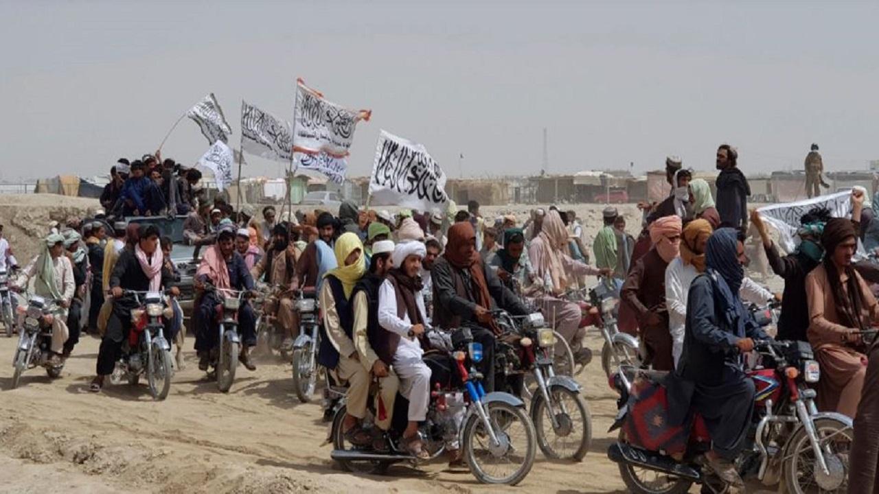 तालिबान ने जारी किया फरमान, पुरुषों को दाढ़ी रखना अनिवार्य, महिलाएं अकेले नहीं निकल सकतीं बाहर