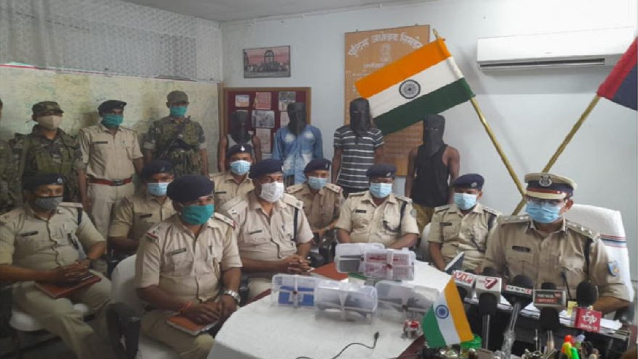 Jharkhand: सिमडेगा पुलिस को मिली बड़ी कामयाबी, PLFI के 4 नक्सली गिरफ्तार