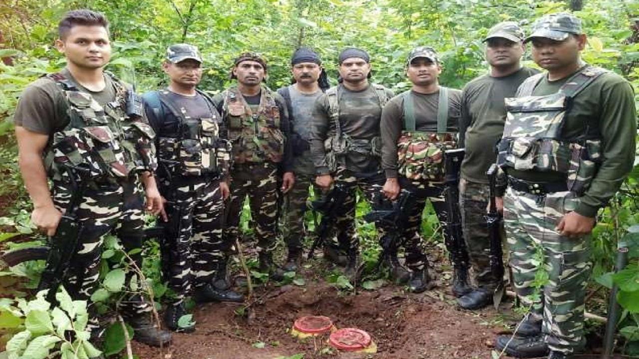 बिहार: जमुई में सुरक्षाबलों ने जंगल से भारी मात्रा में विस्फोटक बरामद किया, सटीक सूचना के बावजूद भी बच निकले नक्सली