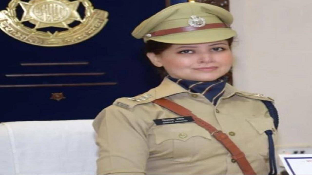 आईपीएस अधिकारी सिमाला प्रसाद के नाम से खौफ खाते हैं अपराधी, फिल्मों में भी करती हैं काम