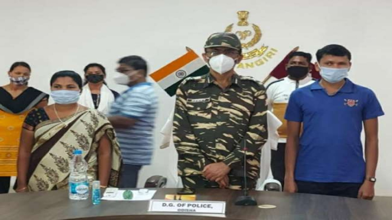 ओडिशा में पुलिस को बड़ी कामयाबी मिली, 3 नक्सलियों ने किया सरेंडर