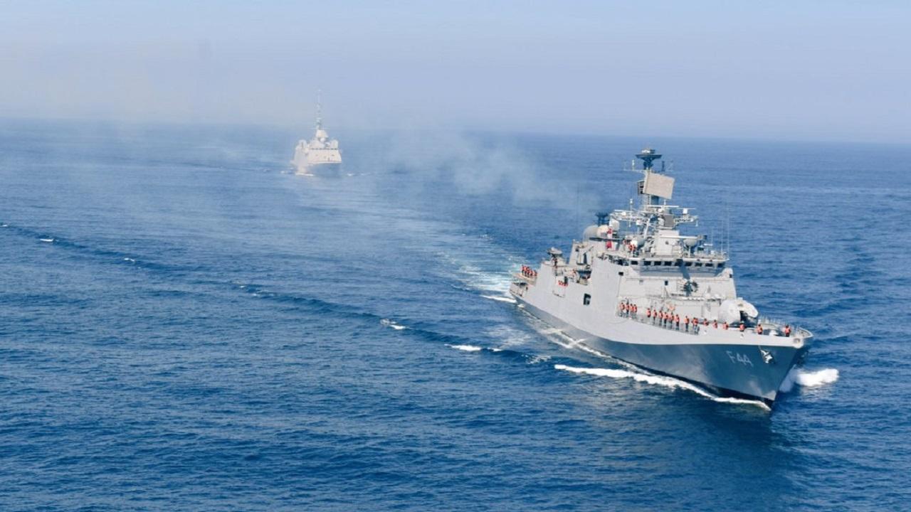 Indian Navy के युद्धपोत INS Tabar ने फ्रांस की नौसेना के साथ किया युद्धाभ्यास, देखें PHOTOS