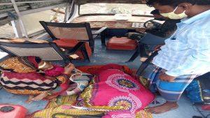 असम में BSF के जवानों ने बचाई गंभीर रूप से बीमार महिला की जान, देखें PHOTOS