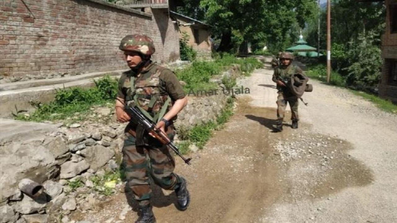 जम्मू कश्मीर: अभी-अभी मुठभेड़ में सुरक्षाबलों ने एक आतंकी को मार गिराया, ऑपरेशन अभी भी जारी