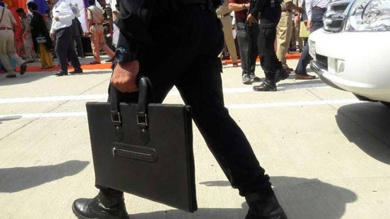 पोर्टेबल बुलेट प्रूफ शील्ड: सुरक्षा के लिए बेहद कारगर है ये 'ब्रीफकेस', जानें इसकी खासियत