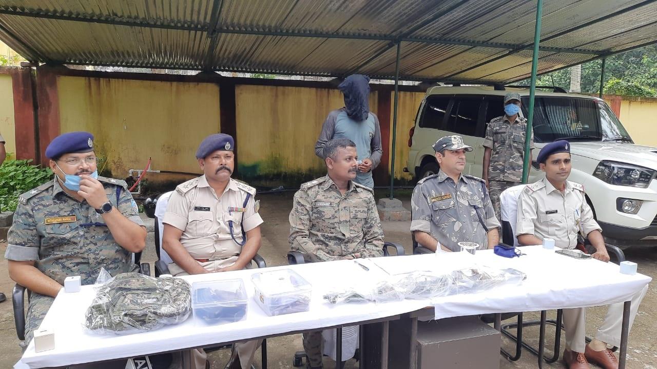 झारखंड: नक्सली ग्रुपSJJM का मुखिया रामेश्वर उरांव पुलिस को चकमा देकर भागा, हथियार बरामद